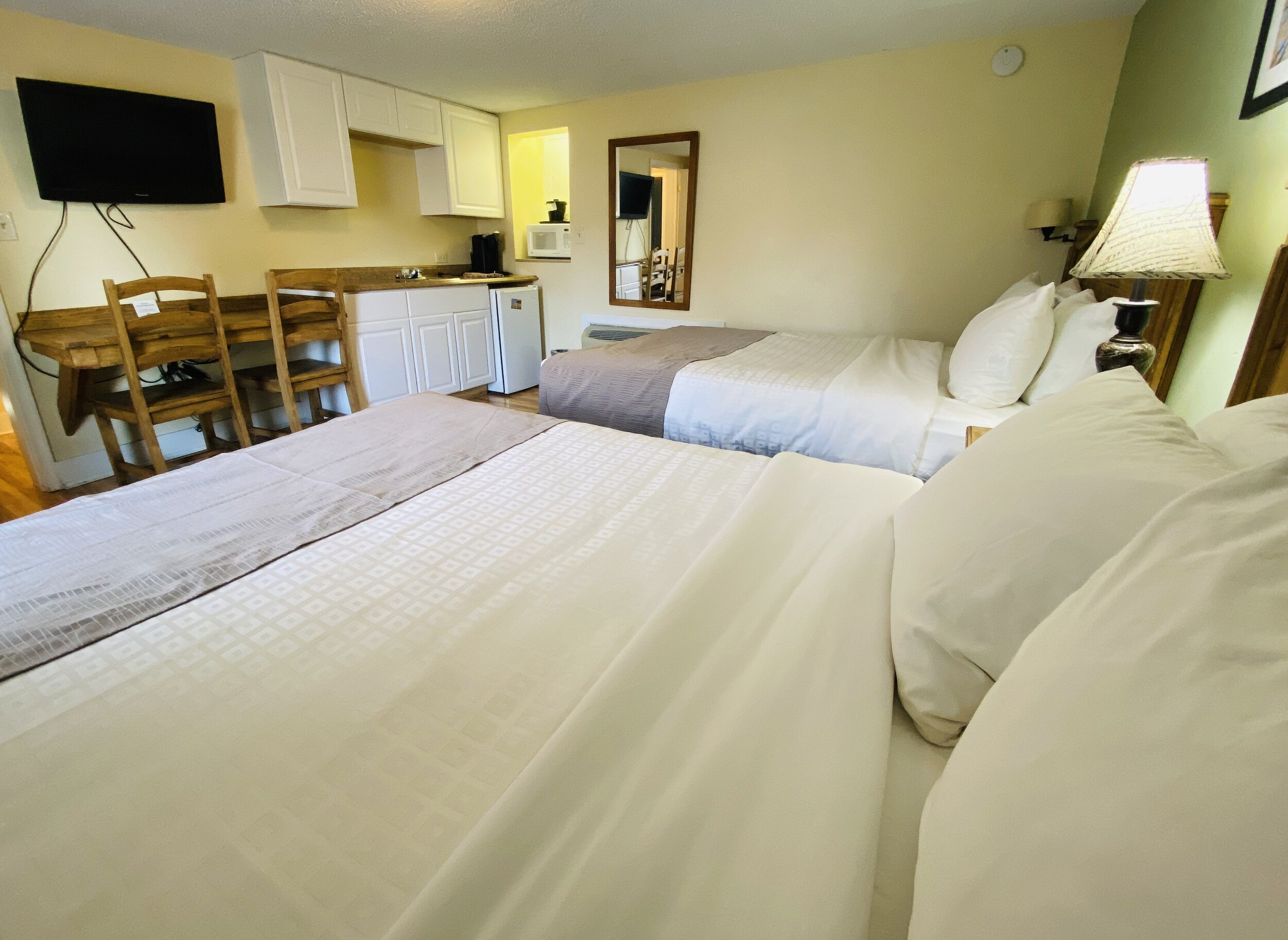 Salida Two Bedroom Family Cottage With Three Queen Beds Salida Inn Monarch Suites