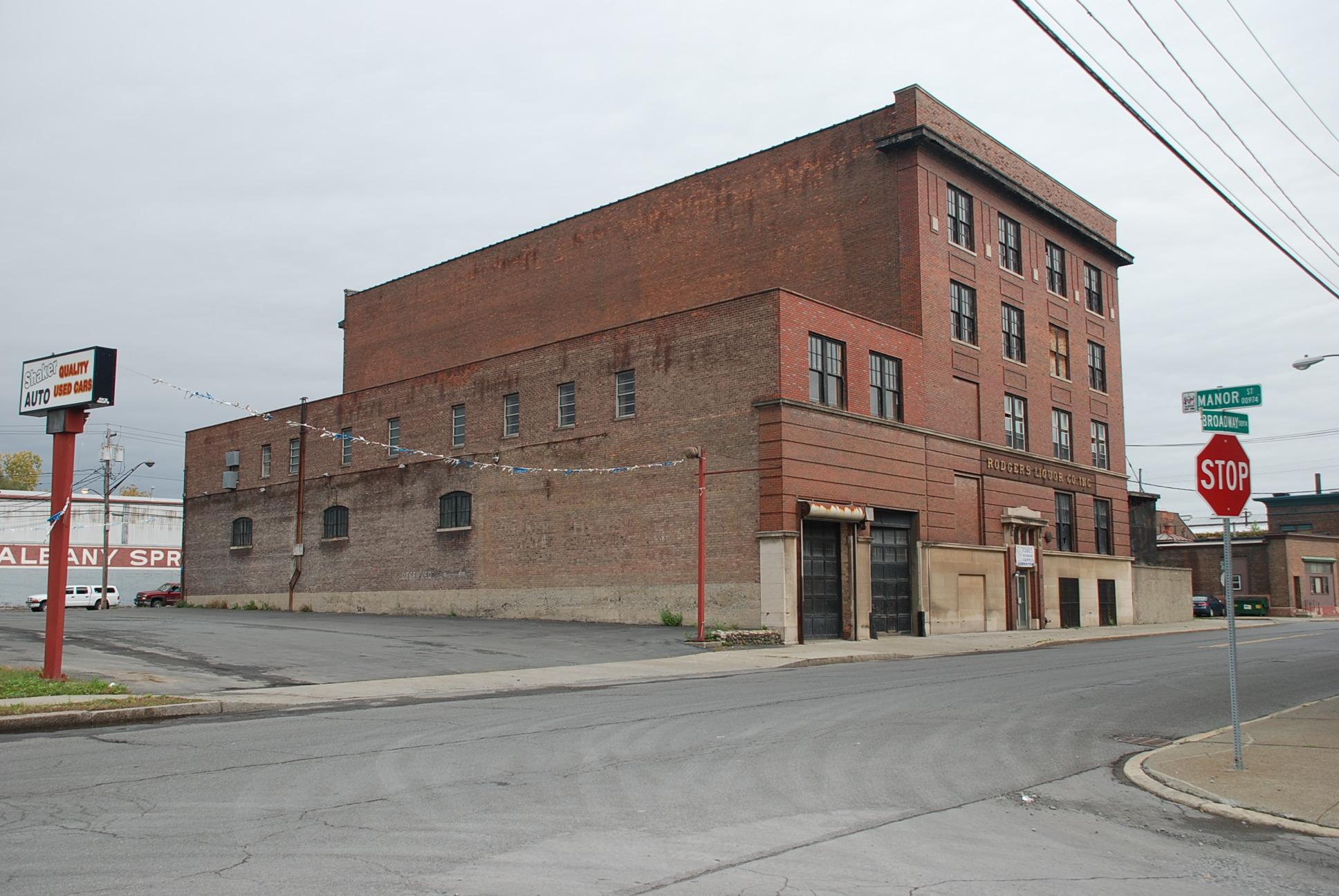 960 Broadway, Rodgers Liquor Building.JPG