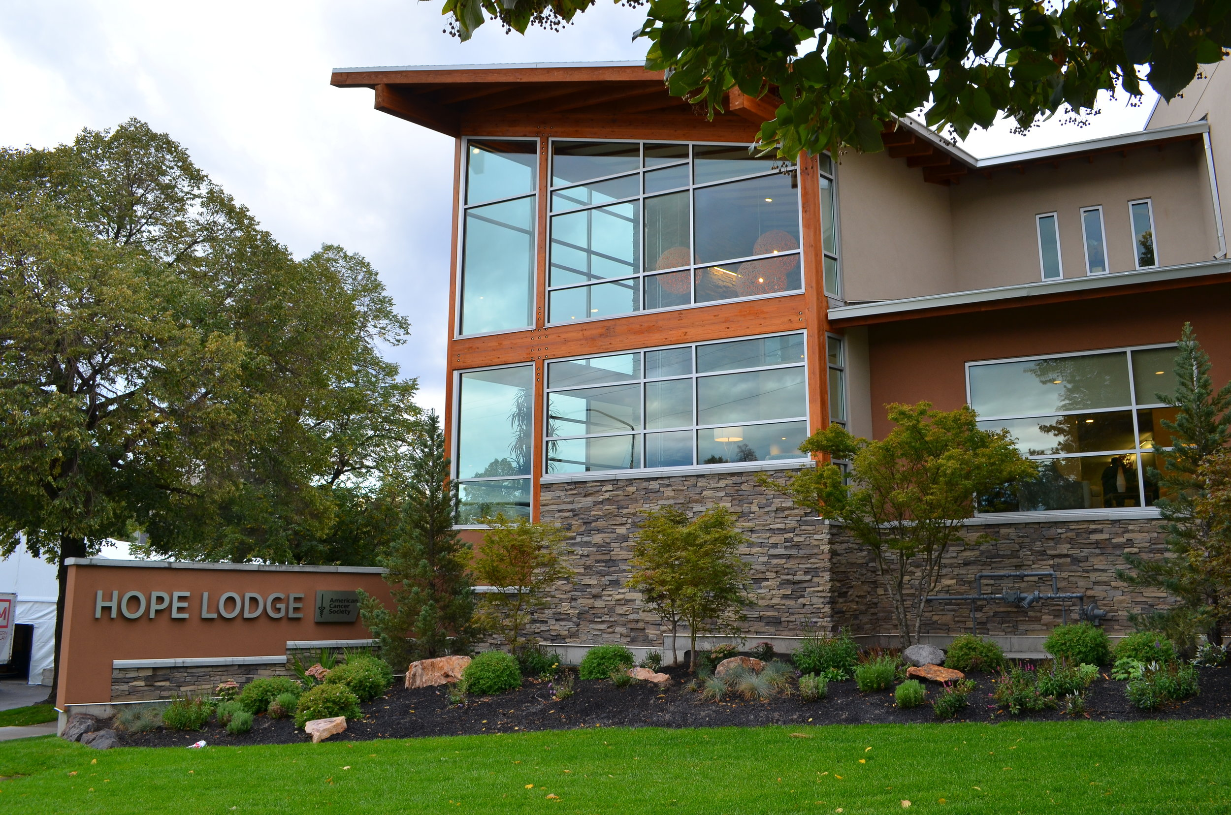 About the lodge - The Hope Lodge program provides a free home away from home for cancer patients and their caregivers