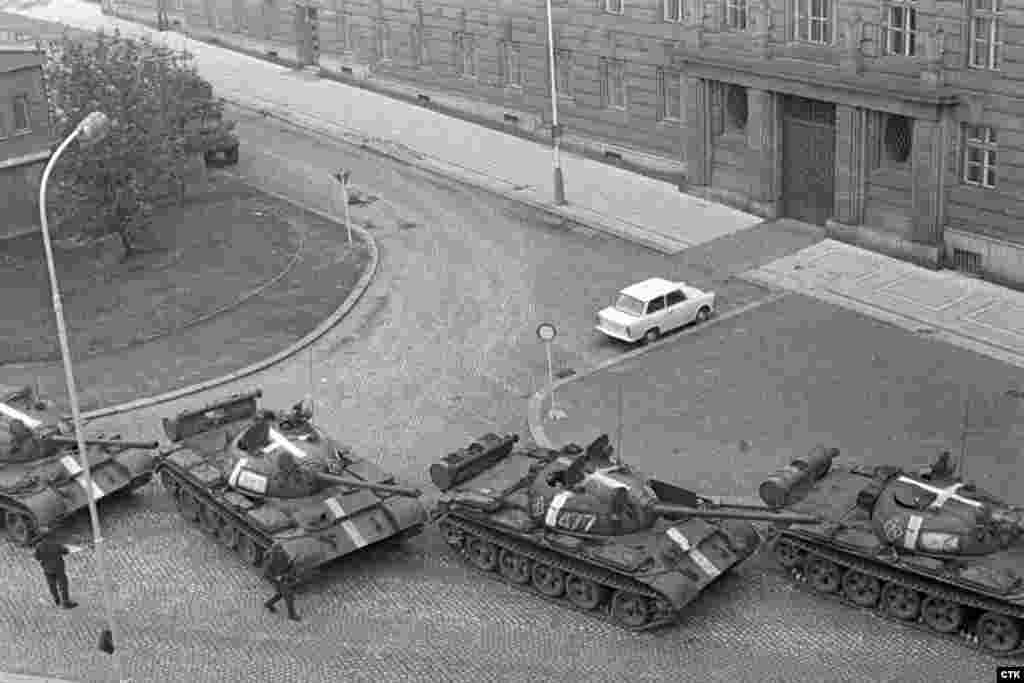 Tanks and trabant.jpg