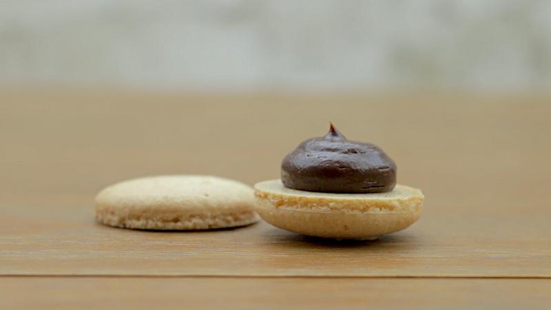 Croissant-Macaron-10.png