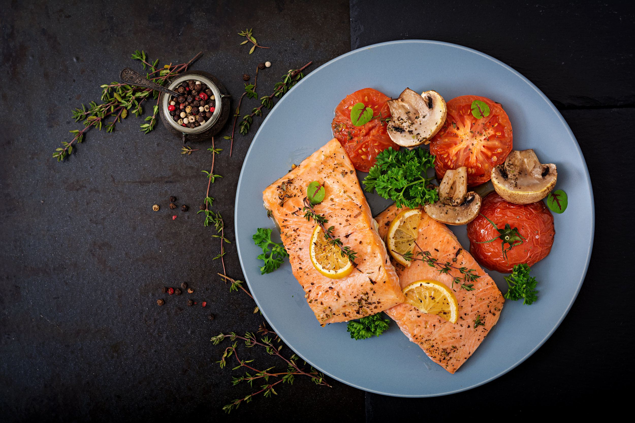 baked-salmon-fish-fillet-with-tomatoes-mushrooms-P6ZYFAW.jpg