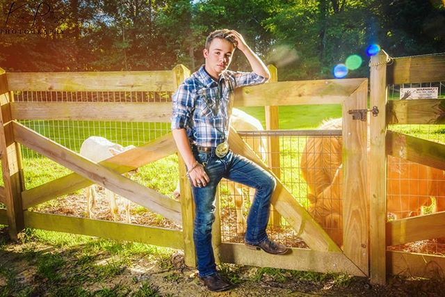 🎶I'm getting them good vibes I'm living that good life 🎶 . . . Loved how this senior portrait session turned out! You deserve senior pictures to be as unique and awesome like you! . #thatsunlight  #bebold #beyou #seniorpics #classof2020 #seniorportraits #countryboy #onthefarm #seniorboyportraits #seniorstyleguide #seniorstunner #seniorphotogrpher #sunsets #katiepellegrinphotography