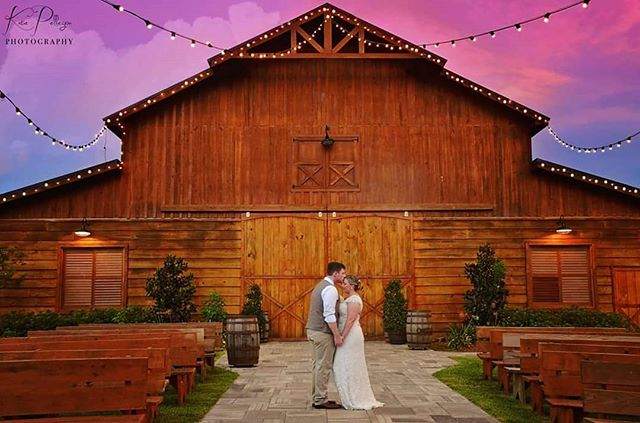 Happy 3 year anniversary to this adorable couple!! & Happy #weddingwednesday  #weddingphotography #weddingphotographer #weddinginspiration #weddingpictures #rusticweddingdecor #rustic #rusticwedding #barn #barnwedding #katiepellegrinphotography