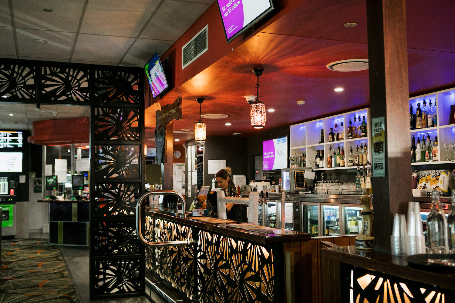 Palmwoods-Hotel-sports-bar-home.jpg