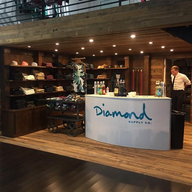 Congrats to @diamondsupplyco and the fam on the new store!!! The store looks amazing... Always a pleasure handling the bar for you guys! #servemobilebars #diamondsupplyco #fairfax #losangeles