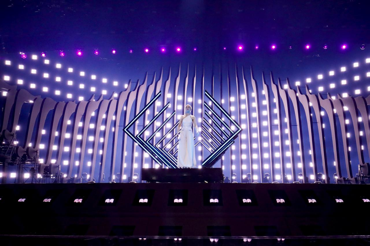wsi-imageoptim-SuRie-Eurovision-2018-first-rehearsal-9 - image credit eurovision.tv Andres Putting.jpg