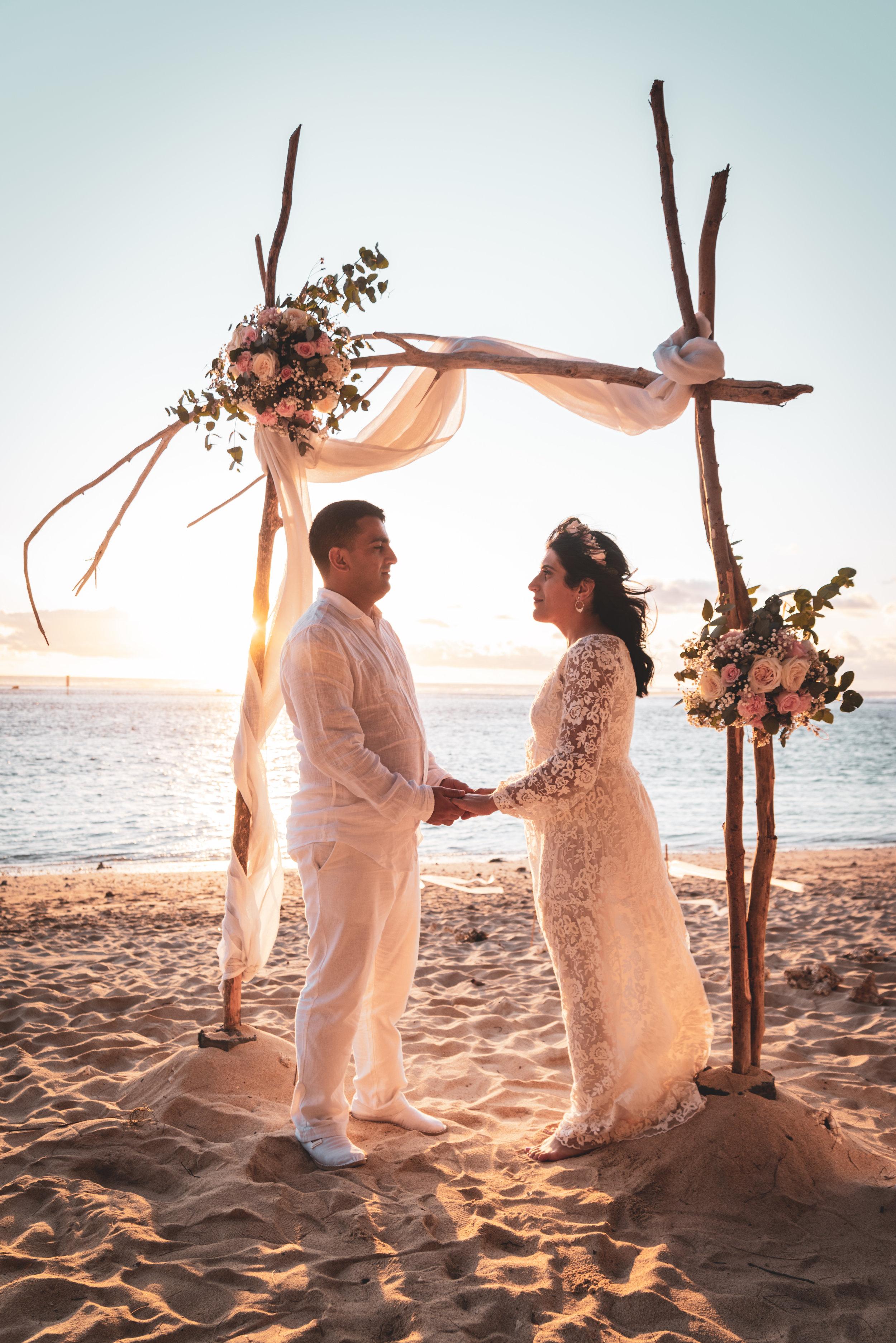 """""""Elopement"""" - L'elopement désigne le fait de se marier en catimini. Exit le mariage traditionnel avec des centaines d'invités, les couples décident de se marier en petit comité et c'était le choix de nos mariés D & F."""