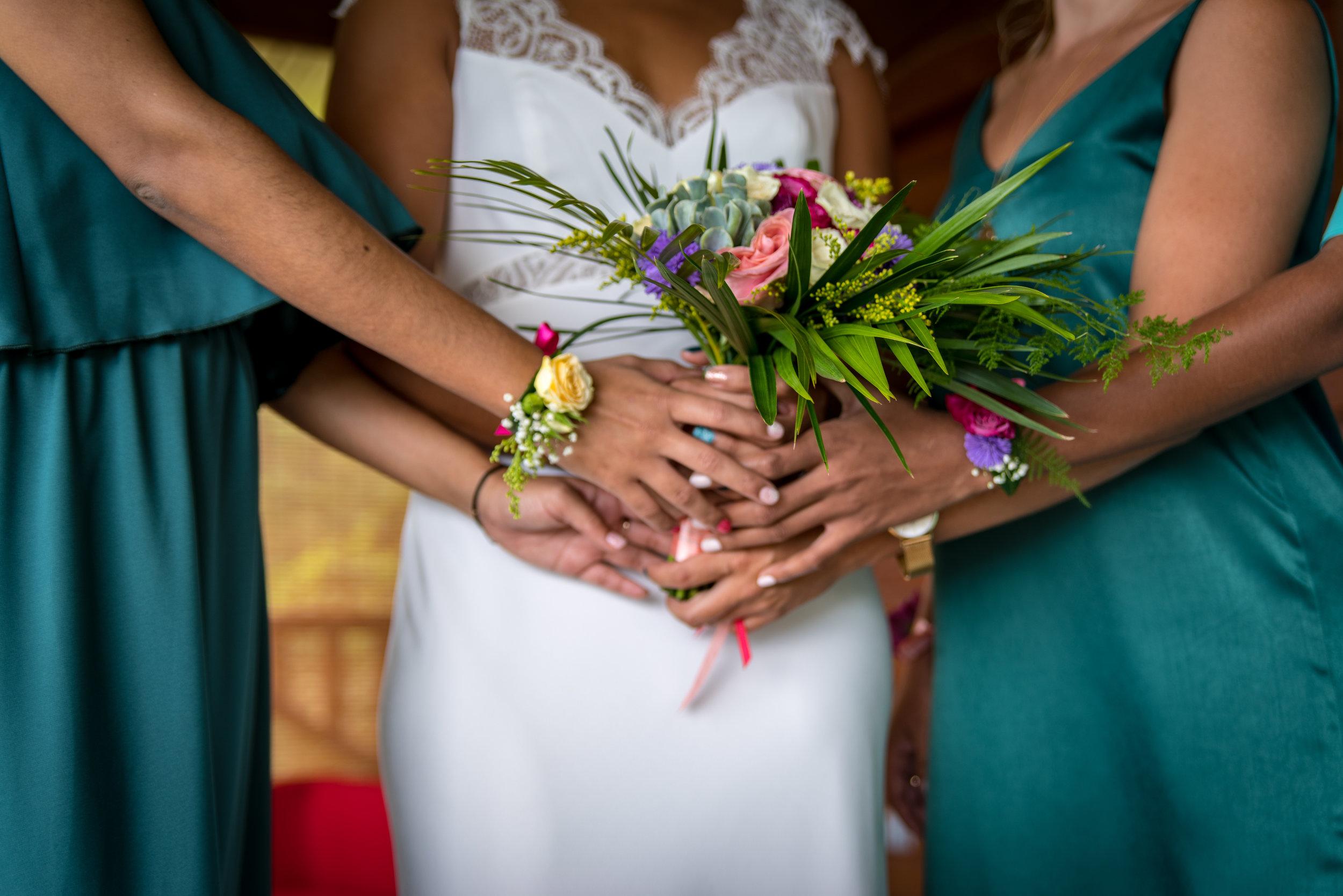 MRevenement organisation mariage à la Réunion _ La mariée et ses demoiselles d'honneur (18).jpg