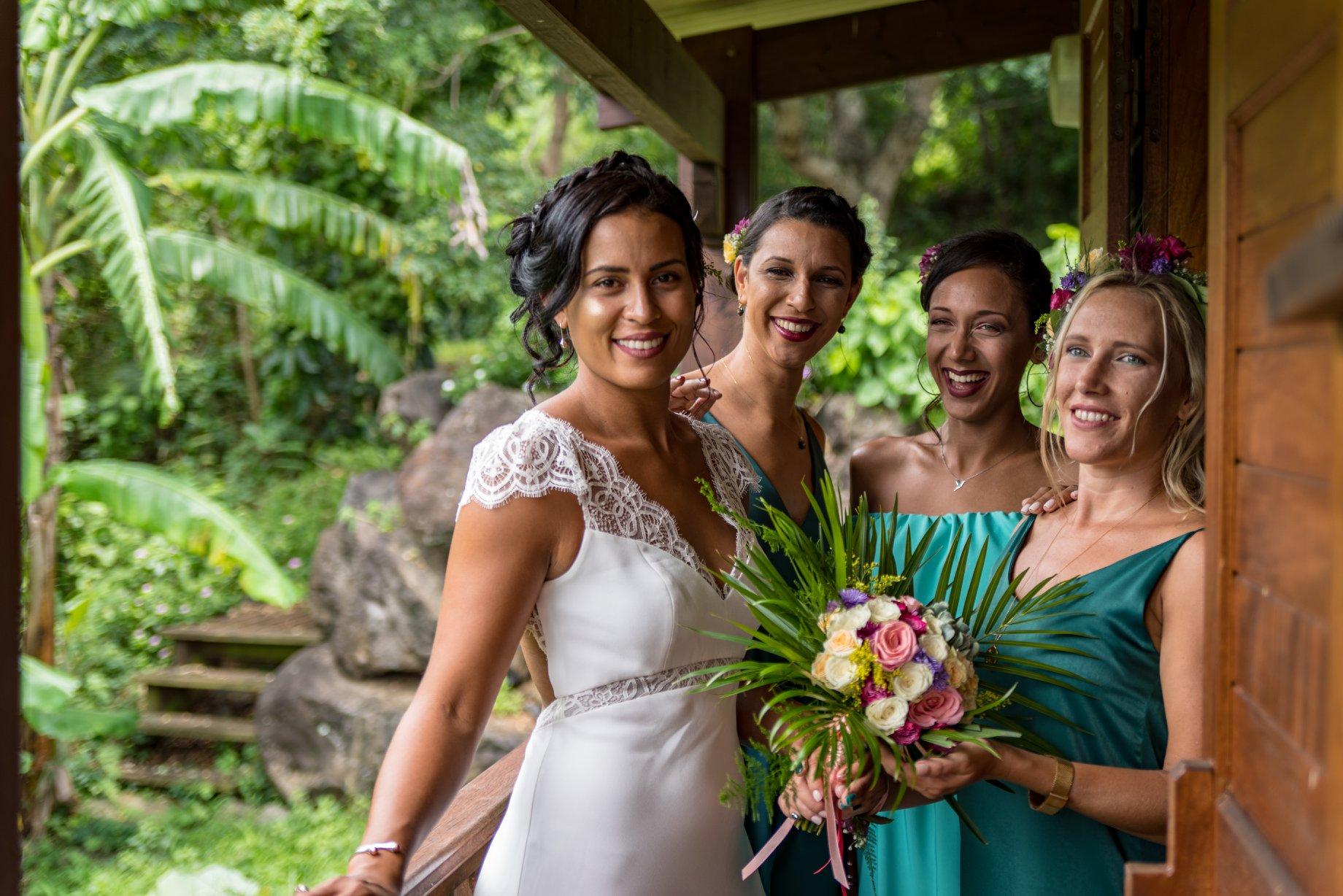 MRevenement organisation mariage à la Réunion _ La mariée et ses demoiselles d'honneur (46).jpg