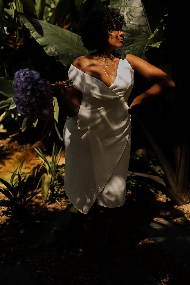 Une mariée pétillante - Que d'émotions lorsque vous vous découvrirez habillée et maquillée dans le miroir de votre chambre. Au-delà de votre robe de mariée, vous avez sélectionné avec le plus grand soin l'ensemble des accessoires qui composeront votre tenue. C'est le moment d'immortaliser tout cela. Garder du temps pour prendre quelques photos pour se souvenir de ce moment magique.