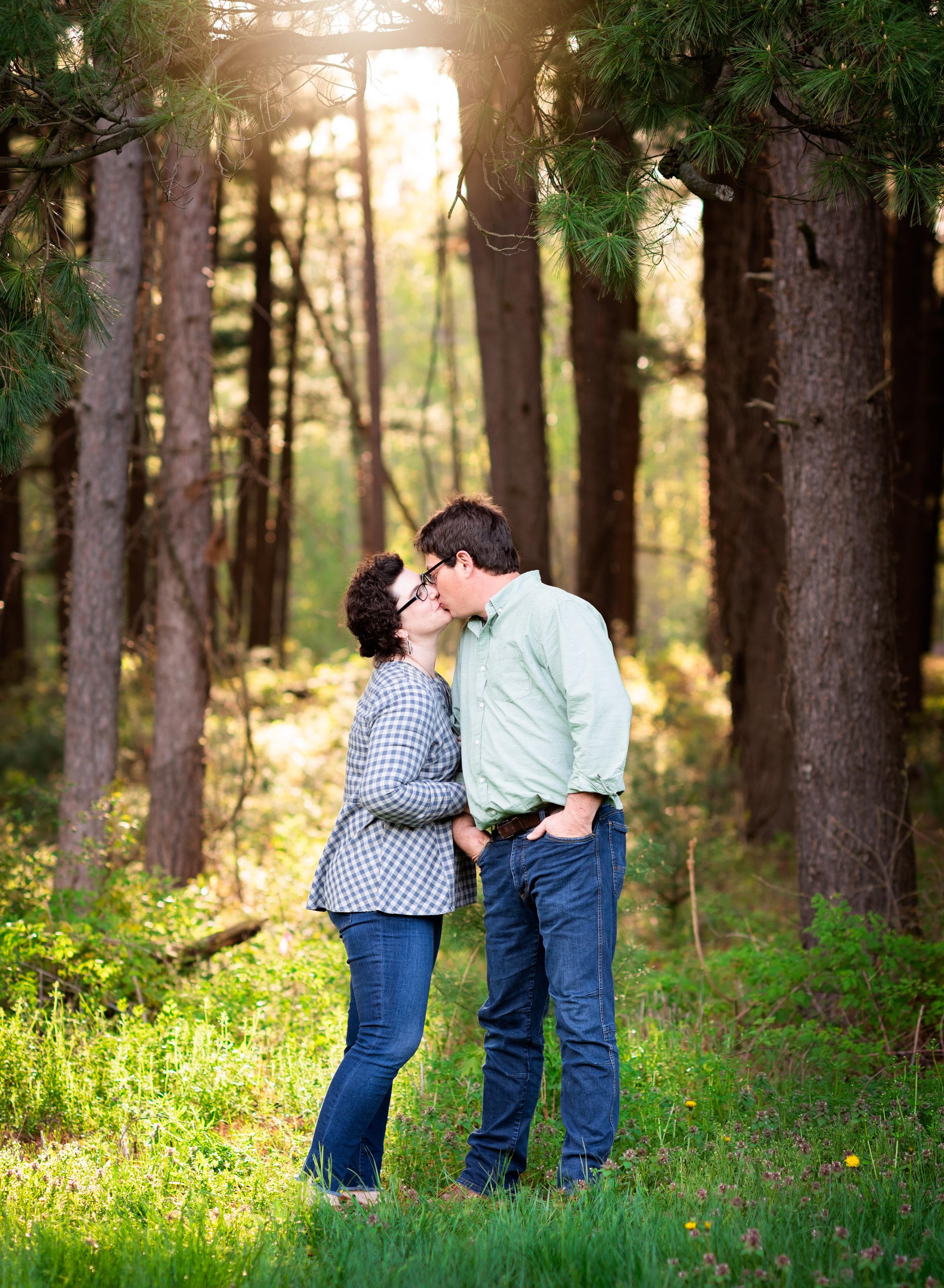 #4_Kissing.jpg