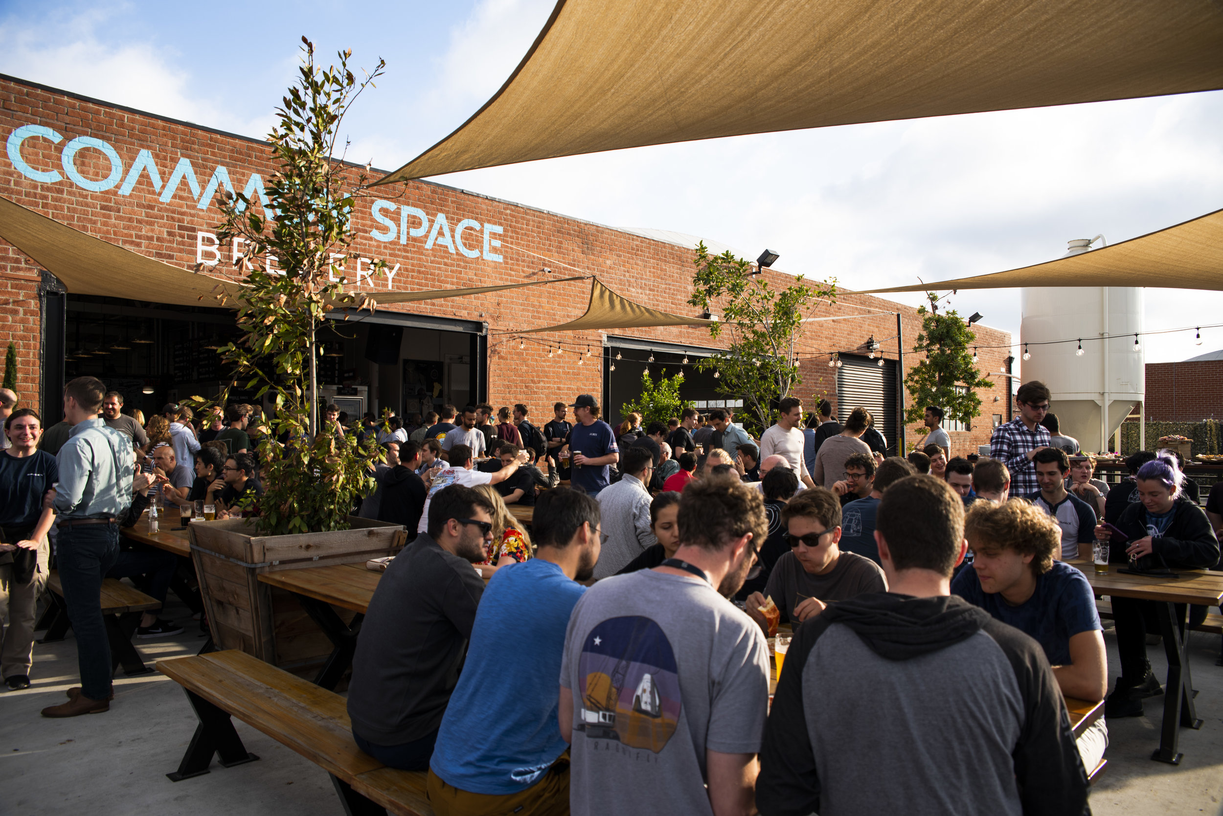 common-space-brewery-los-angeles-south-bay-beer-garden-outdoor-seating-outside-sun