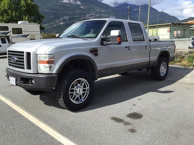 What does everyone think of this 2008 #Ford #F350 ? We installed a 2.5 inch #Readylift levelling kit, New #motometalwheels with New #Toyo CT's!