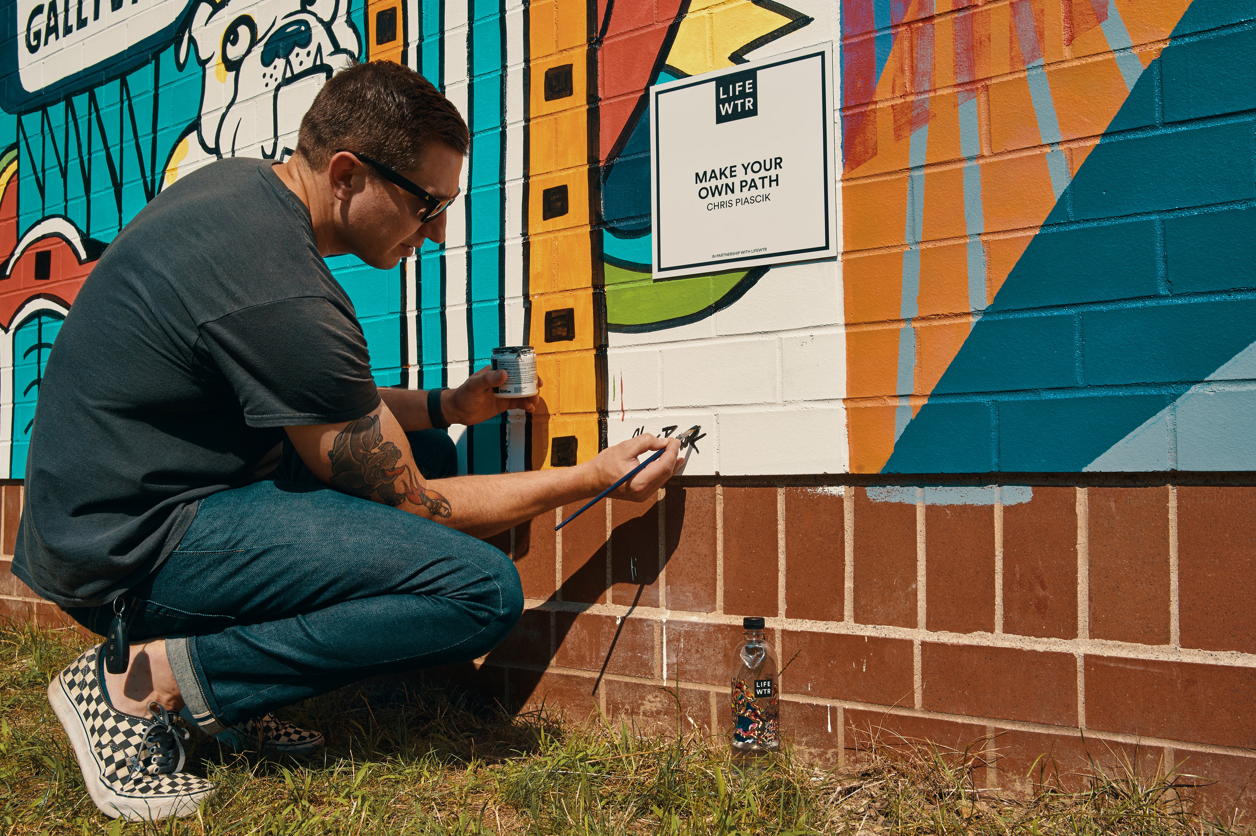 Chris Piascik signing his mural.