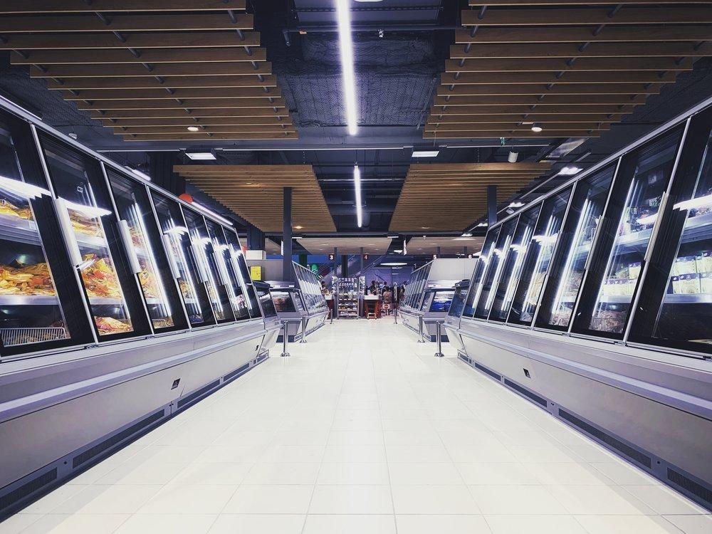 """- """"Para que un consumidor finalmente compre un producto en la góndola de un supermercado se requiere de todo un trabajo basado en estrategias de sell in y sell out sustentada en una excelente ejecución comercial que cubra desde la fabricación, compra, logística y traslado al punto de venta de un producto específico."""