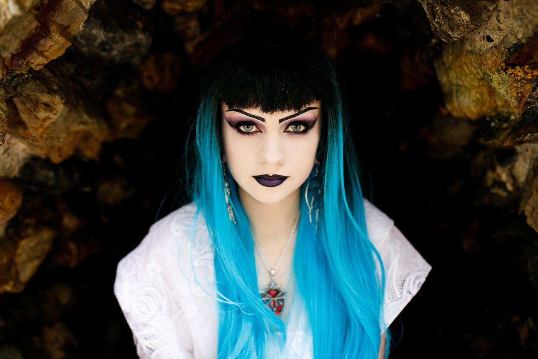 Elisha-Clarke-Photography-Goth-Styled-Shoot-35.jpg