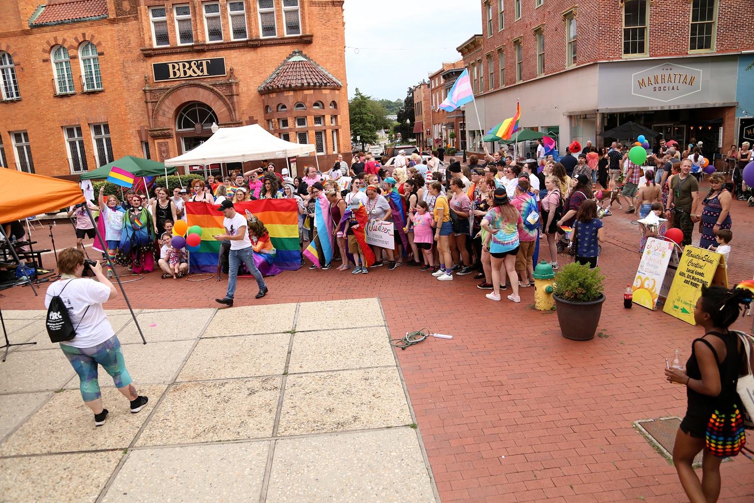 Pride2018_487_family peek.jpg