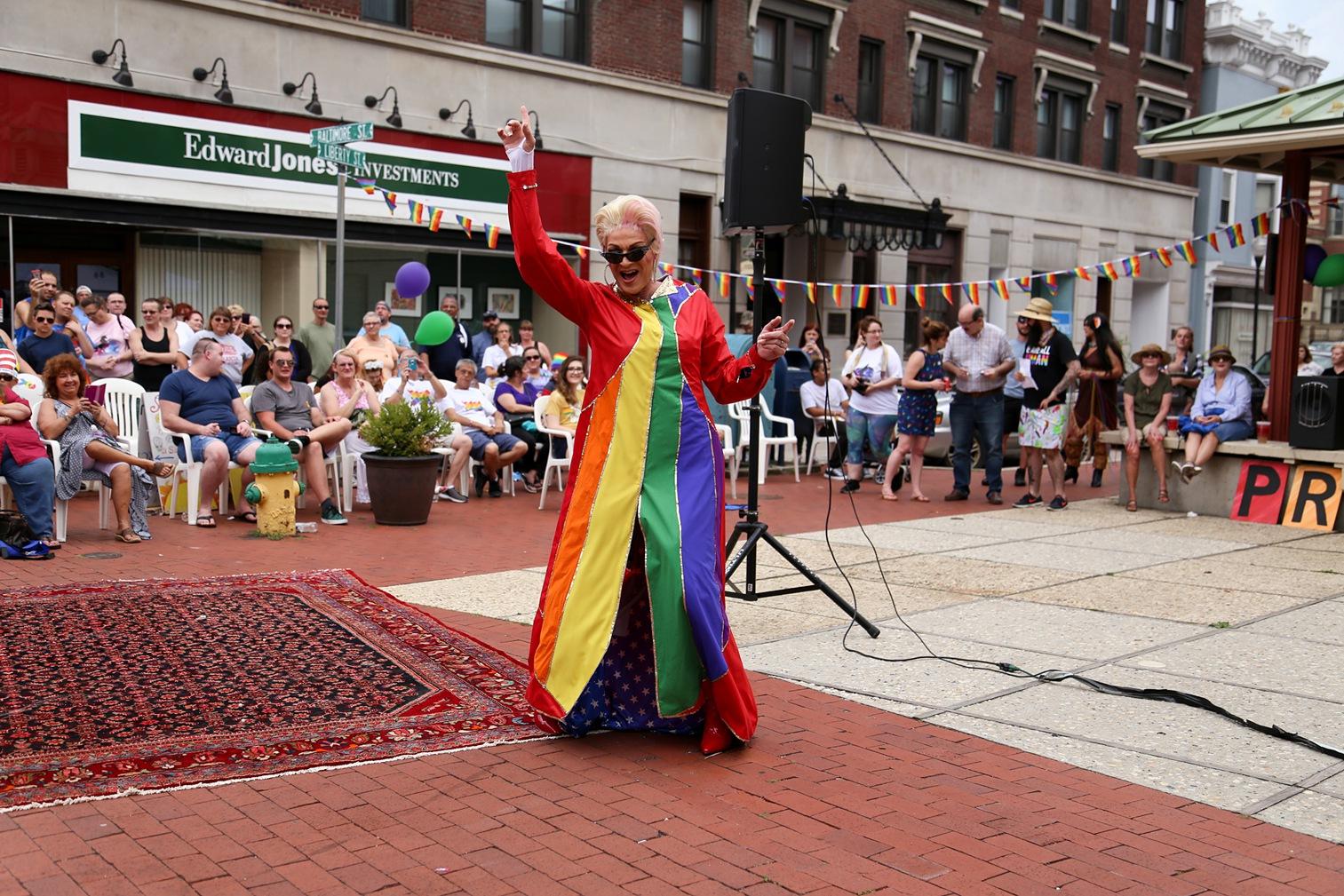 Pride2018_282_family peek.jpg
