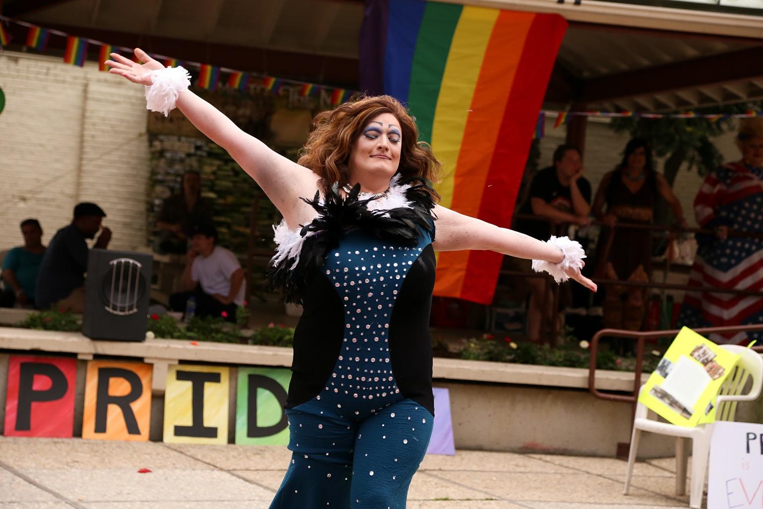 Pride2018_183_family peek.jpg