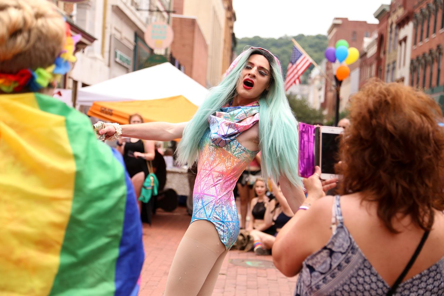 Pride2018_085_family peek.jpg