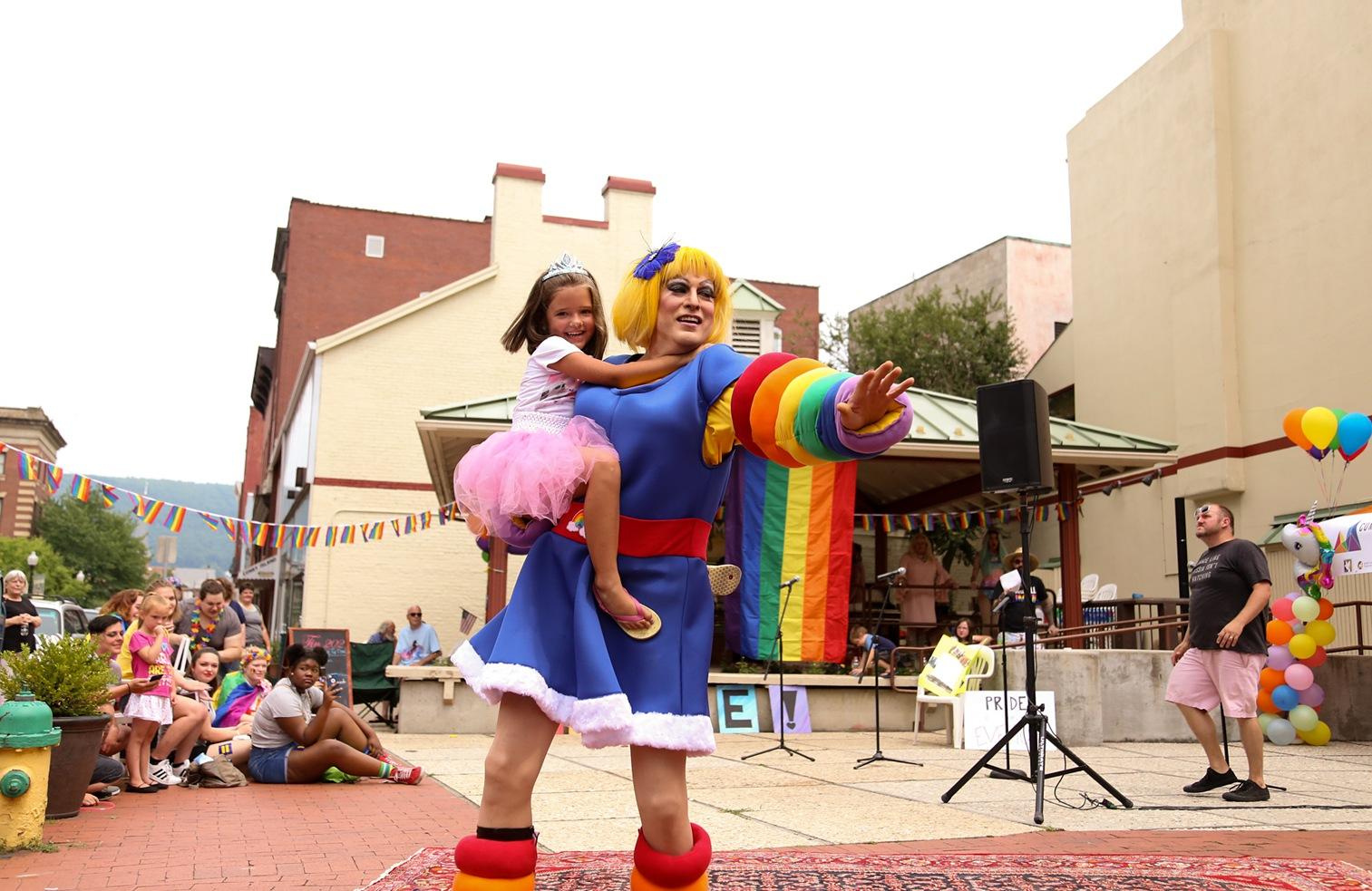 Pride2018_062_family peek.jpg