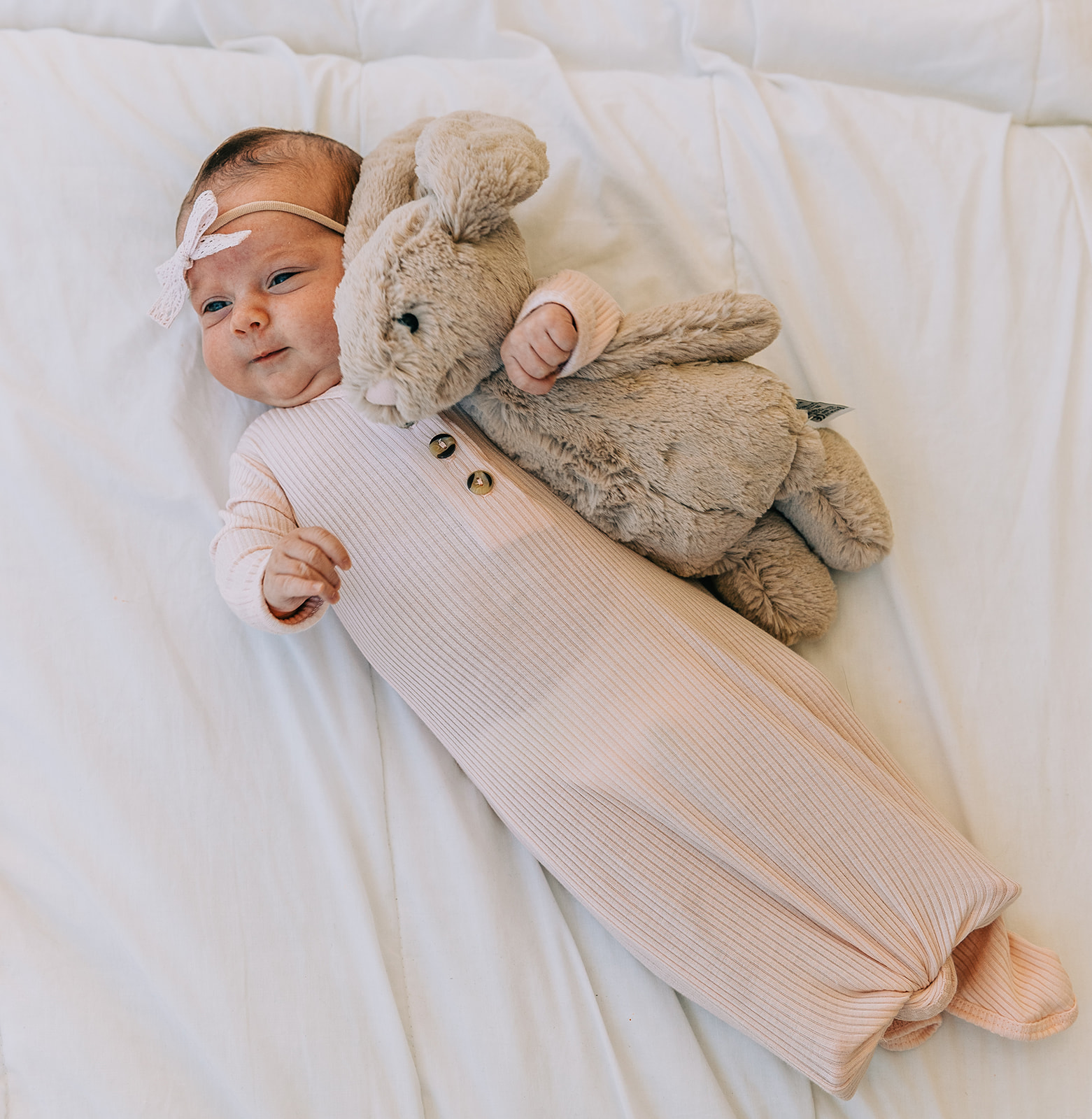 Bella Alder Photography captures this adorable shot of sweet baby girl Leighton with her bunny during her newborn session at Blush Door Studio in Logan, Utah | #bellaalderphoto #newbornphotographer #utahnewbornphotos #babygirlphotos #babygirl #blushdoorstudio #newbornsession #utahbabies #babyphotoshoot #newborns #newbornphotoprops #photostudio