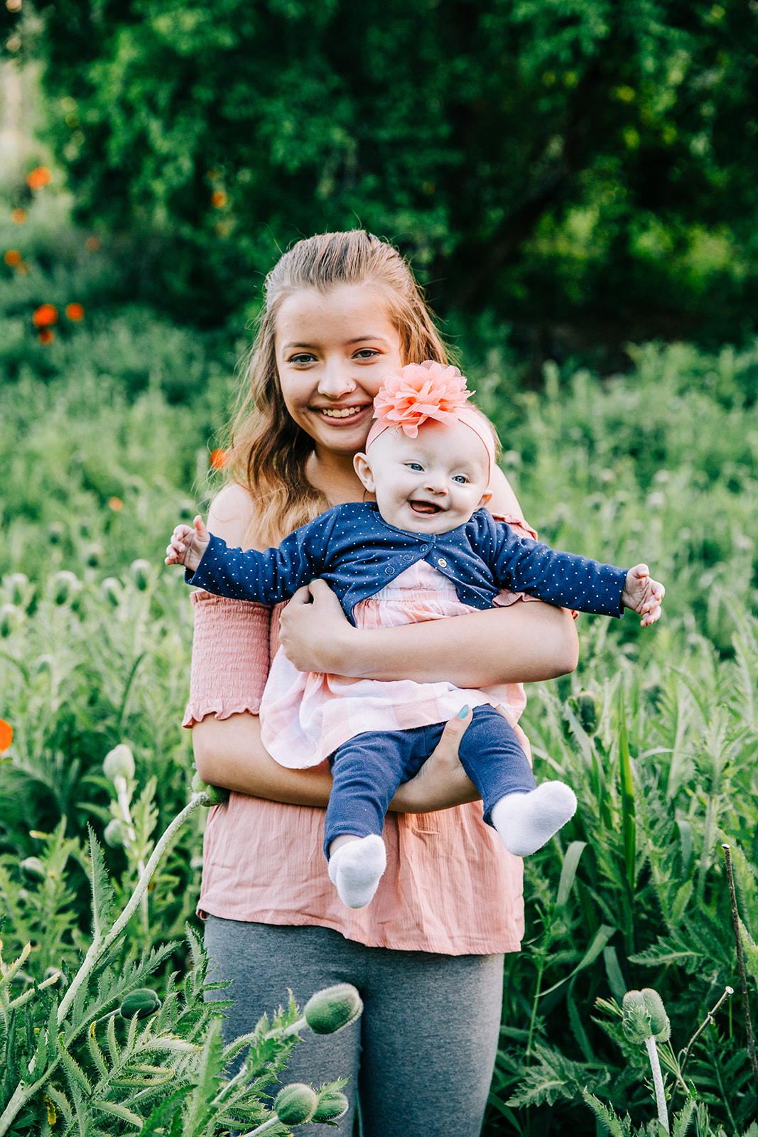 Family pictures you'll want to hang all over your home! Bella Alder Photography is a professional family photographer serving families all over northern Utah and available for travel! #bellaalderphoto #familyphotog #familyphotography #familypictures #familyphotos #outfitinspo #familyoutfits #poppyfields #northernutahfamilyphotographer #utahfamilyphotographer #cachevalleyfamilyphotographer