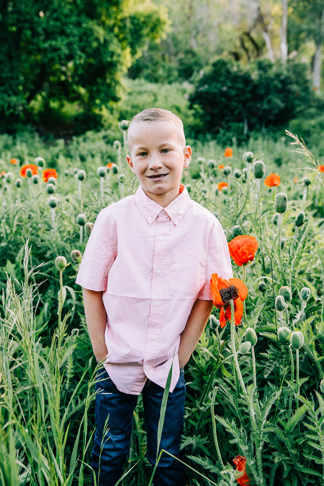 Family pictures in the red poppy fields in Mantua, Utah Cache Valley Family Photographer Bella Alder is so great with kids getting adorable smiles out of the fussiest of children during your family session! #bellaalderphoto #familyphotog #familyphotography #familypictures #familyphotos #outfitinspo #familyoutfits #poppyfields #northernutahfamilyphotographer #utahfamilyphotographer #cachevalleyfamilyphotographer