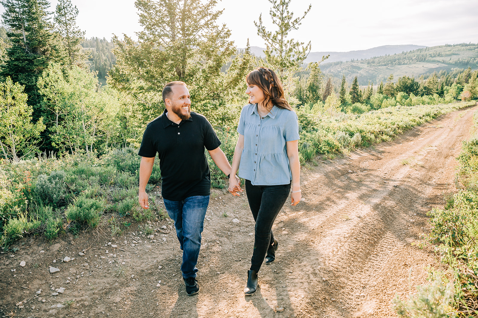 Engagement outfit inspo walking on a trail in the mountains Logan, Utah engagement photographer Bella Alder Photography engagements for an upcoming utah wedding #bellaalderphoto #engagements #utahengagements #engagementphotographer #engagementphotography #loganutahengagementphotographer #utahengagements #utahengagementphotographer #mountains #mountainengagements #weddingplanning #utahwedding