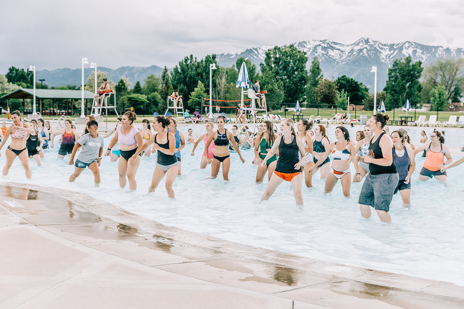 epic dance party high fit class swim instructor in the pool event pictures professional commercial event photos by bella alder photography cache valley utah photographer #bellaalderphoto #poolparty #professionalevent #eventinspo #poolpartyinspo #commercialevent #commercialphotography