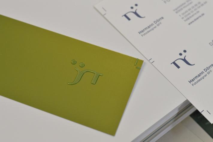 Das Klischee – eine Prägeschablone aus hartem Kunststoff – für den Druck der Briefumschläge.