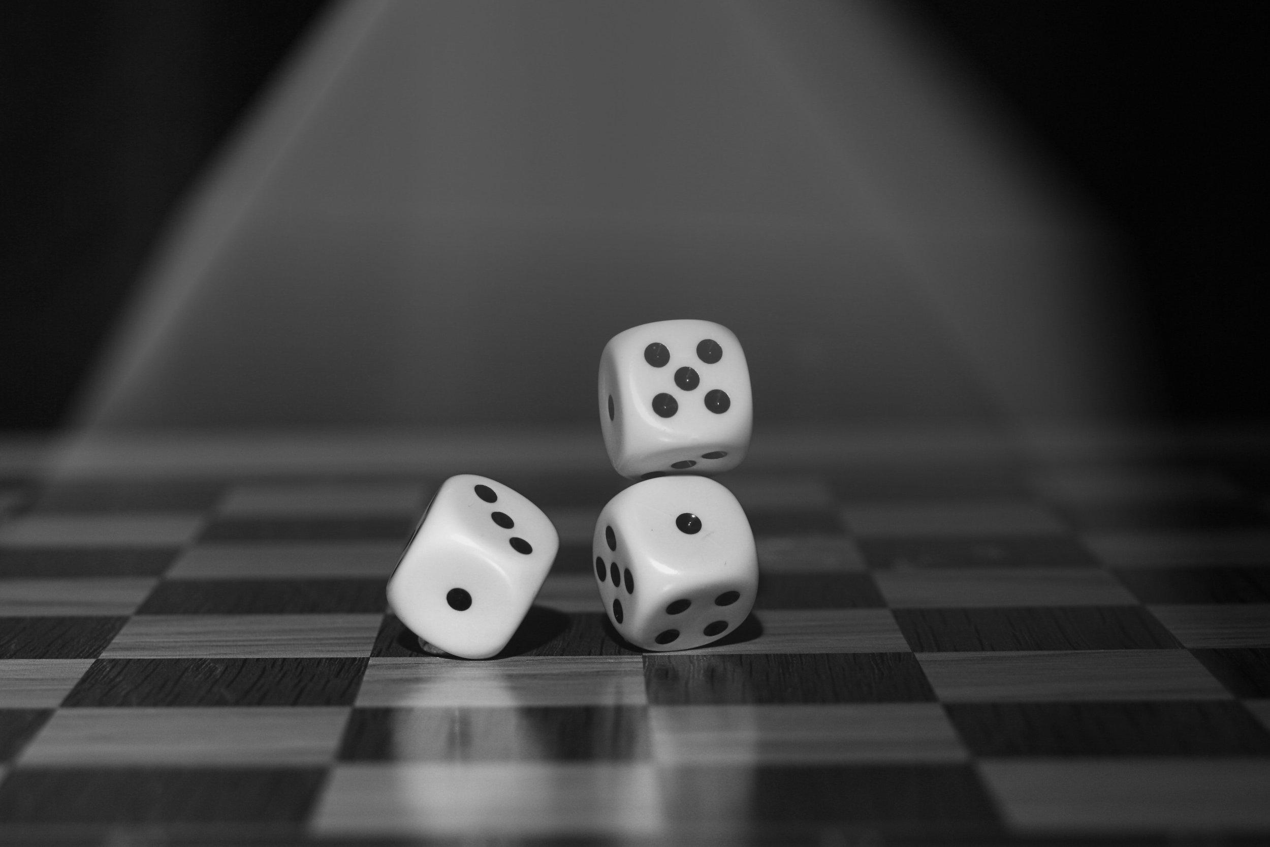 black-and-white-board-board-game-122427.jpg