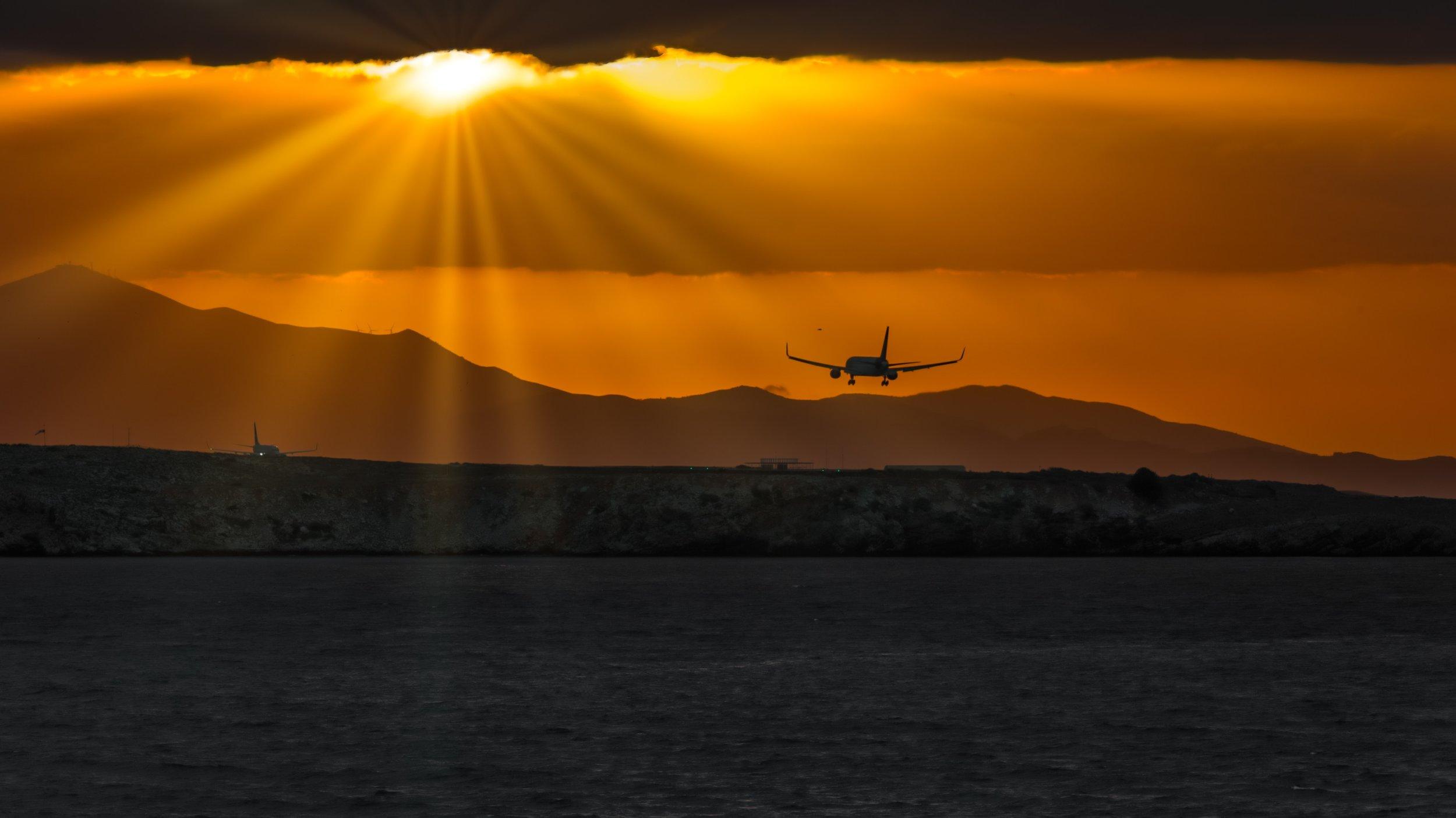 airplanes-airport-beach-1076033.jpg