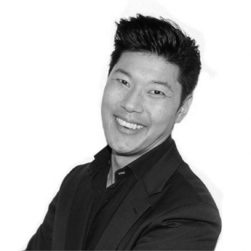 Jeff Yang     Head B2B Social Selling    A Sydney- and Singapore-based former DJ, avid public speaker and LinkedIn aficionado Jeff is passionate about B2B social selling and marketing. He loves house music, exploring the world, personal development and snacks like a pregnant woman on Korean chilli chicken, Twisties and ice cream.