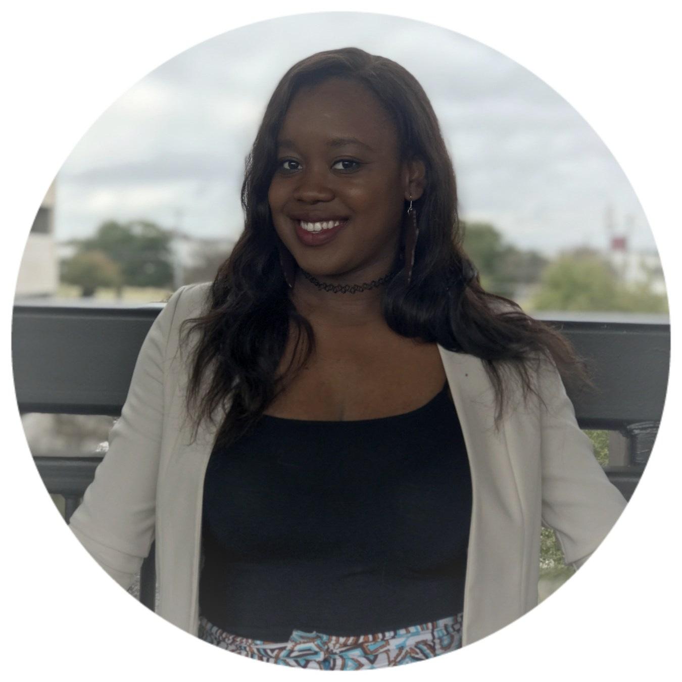 Getty Kasole, CEO & FOUNDATRICE - Getty est né et a grandi à Kinshasa, au Congo. Elle vit aux États-Unis depuis plus de 10 ans où elle a obtenue son baccalauréat en génie mécanique à l'Institut of Technologie de l'Illinois. Elle a travaillée pour Exelon Nuclear et consulté pour AECOM avant de fonder SolAfrica. Elle est une gestionnaire de projet qui possède une expertise dans la prestation d'améliorations solides des processus et la mise en œuvre de changements visant à assurer des contrôles des coûts et de la qualité, des gains d'efficacité, avec des livrables très rentables.Sa passion pour le continent africain, associée à son expérience technique et de gestion, l'a équipée pour cibler l'une des questions les plus vitales pour le continent africain, qui est un accès fiable à l'énergie. Elle a adoptée, une approche innovatrice à la question qui va décentraliser l'accès à l'énergie et la rendra abordable, fiable et écologique.