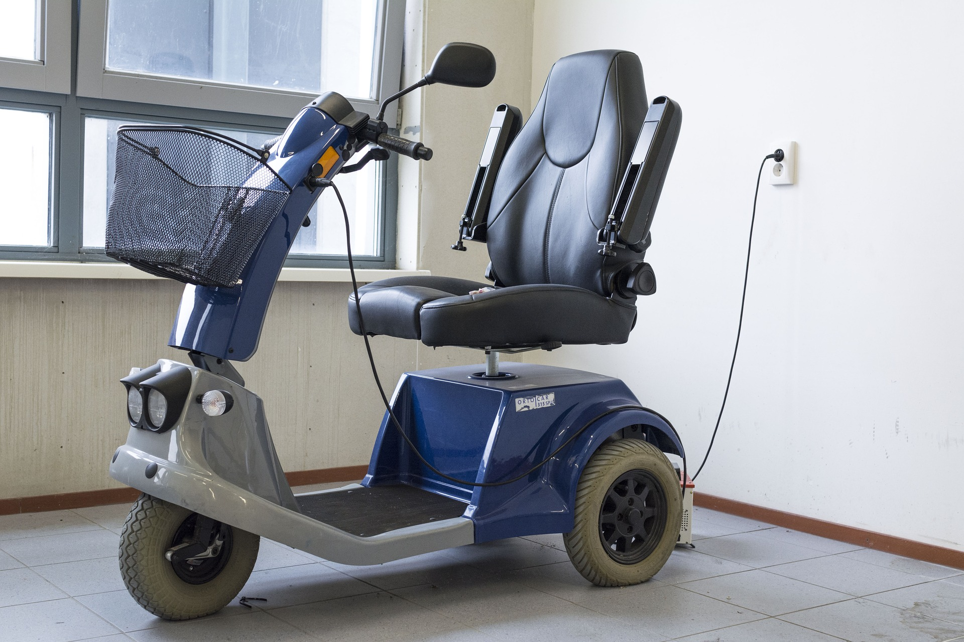 Trick2_mobility-scooter-1372965_1920.jpg