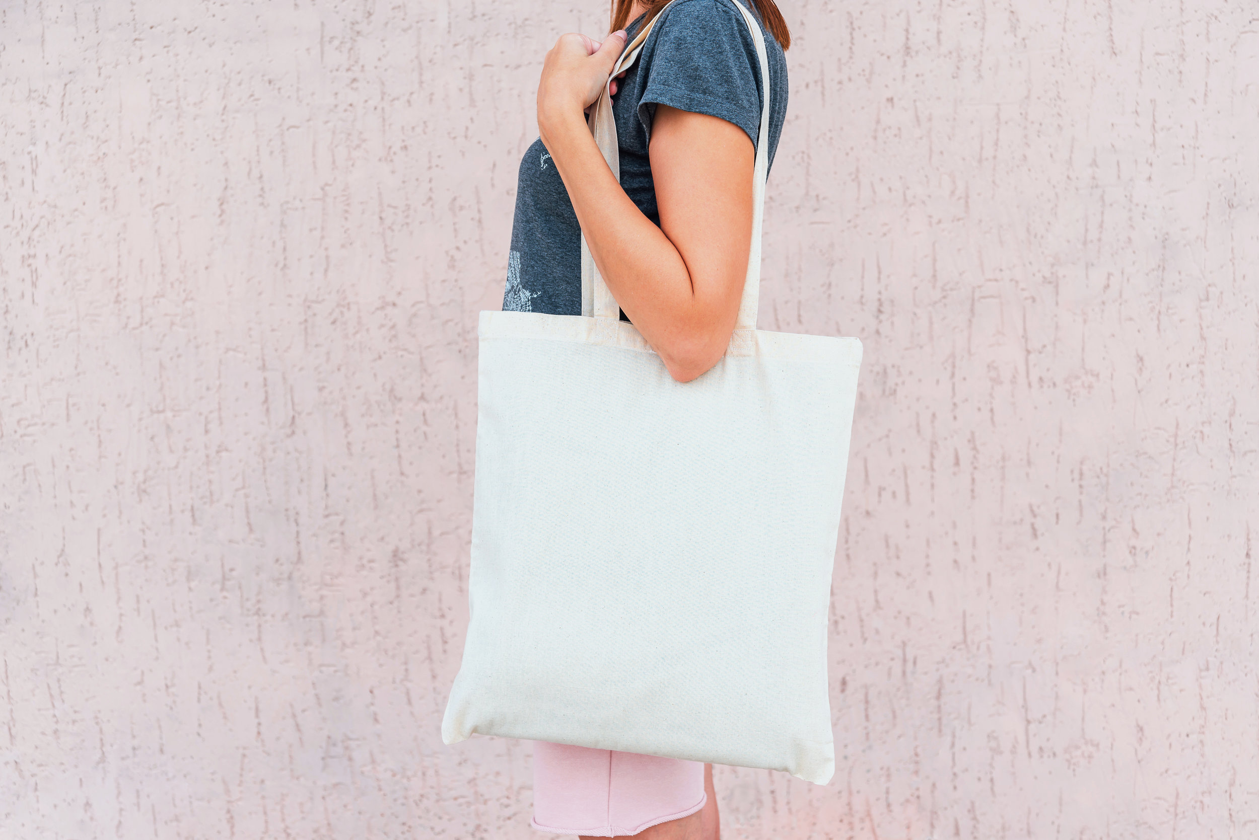 Young-woman-with-white-cotton-bag-in-her-hands.-1049841598_5000x3338.jpeg