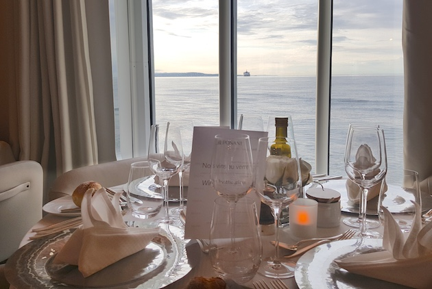 Elegant evening dining in L'Eclipse