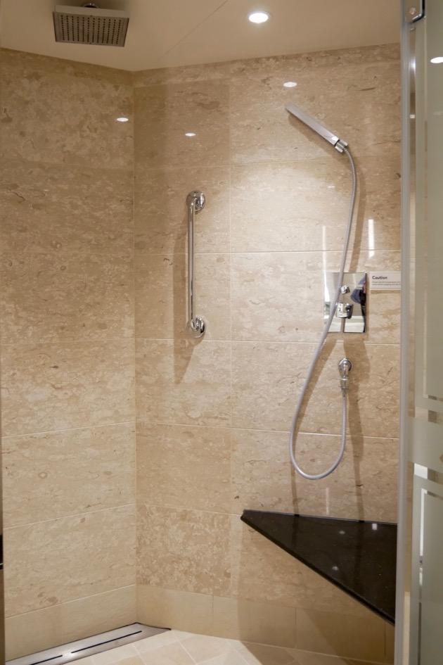 Excellent shower in Silver Suite 1015-Silver Spirit