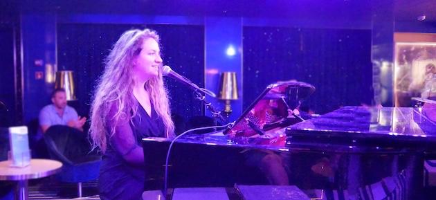 Elizabeth performs in Piano Bar 88