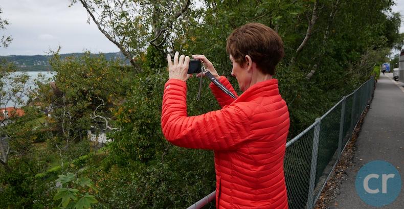 Rickee takes photos of Bergen