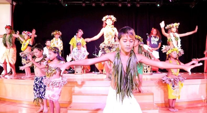Children of Huahine perform