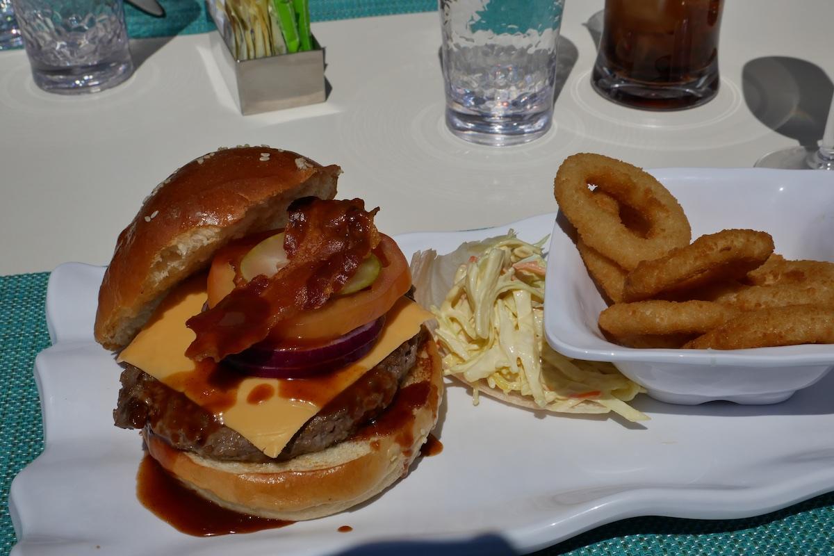 Silversea Burger   Silver Muse   CruiseReport