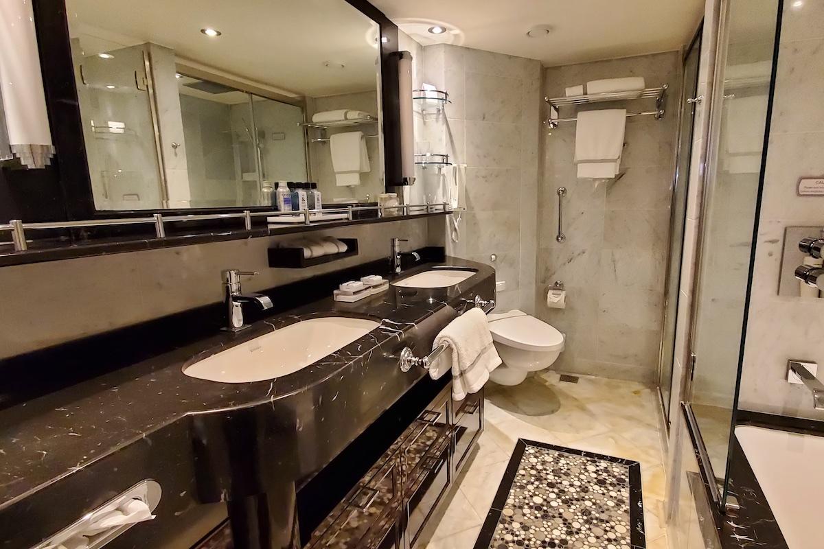Large two-sink vanity | Seven Seas Explorer | CruiseReport