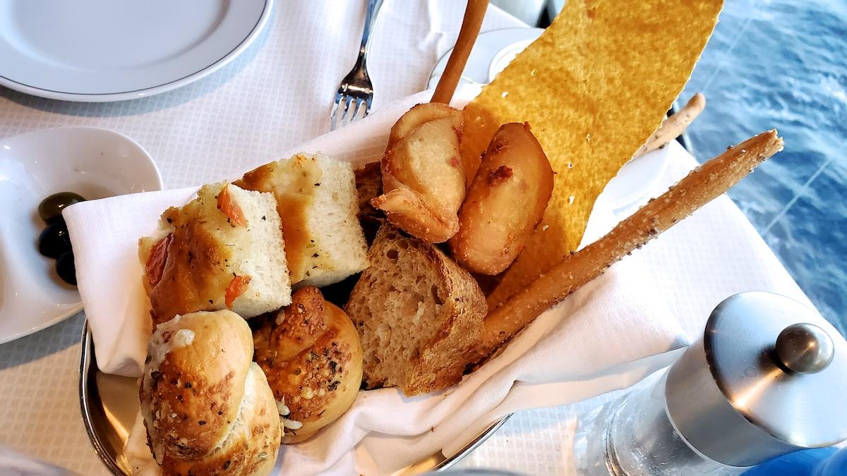 Beautiful bread basket at Sette Mari