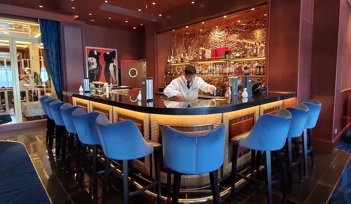 Excellent bar service in Explorer's Lounge | Seven Seas Explorer | CruiseReport