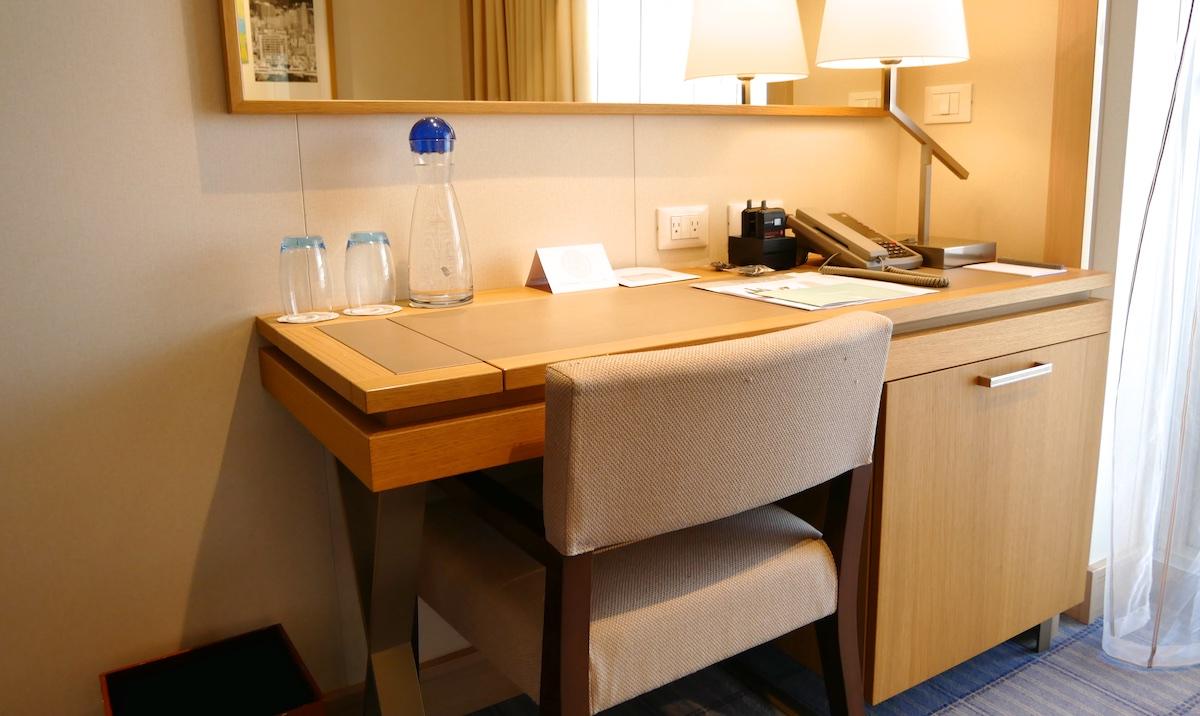 Desk | Viking Sky | CruiseReport