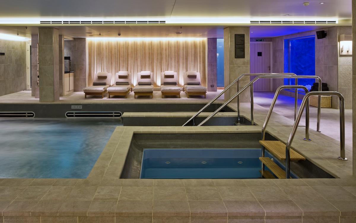 Hot tub | Viking Sky | CruiseReport
