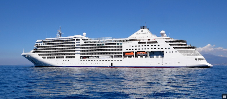 Silver Muse off the coast of Sorrento
